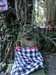Seltsame Statue im Monkey Forest