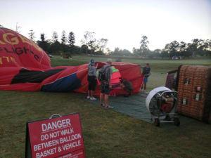 Heißluftballon aufblasen
