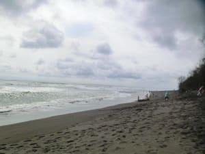 Der schwarze Strand bei Yogya