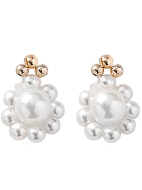Alloy With Gold Plated Cute Flower Imitation Pearl Stud Earrings