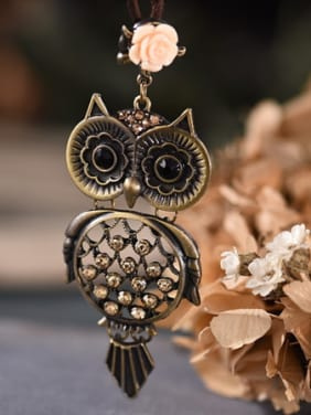 Women Delicate Owl Shaped Rhinestones Necklace