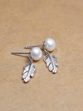 Exquisite White Freshwater Pearl Little Feather 925 Silver Stud Earrings