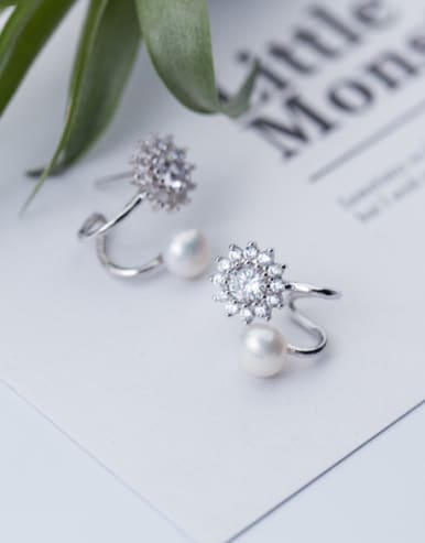 All-match Flower Shaped Artificial Pearl Clip Earrings