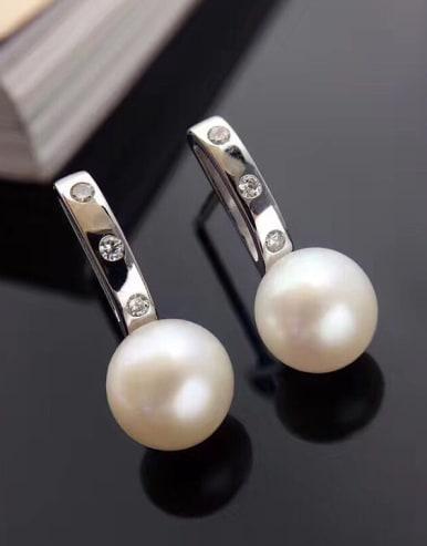 Simple Freshwater Pearl stud Earring