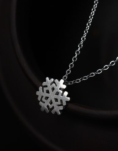 Romance Snowflake Women Clavicle Necklace
