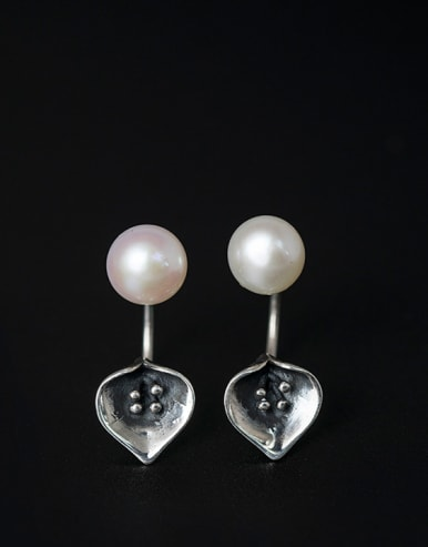 Freshwater Pearls Calla Separated Stud drop earring
