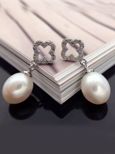 Freshwater Pearl Hollow Four-leaf Clover drop earring