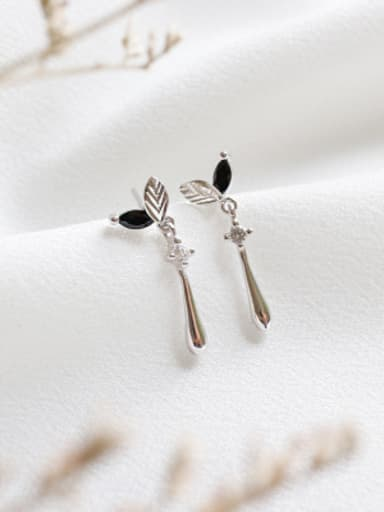 925 Sterling Silver With Platinum Plated Cute Leaf Stud Earrings