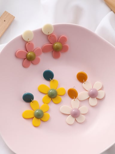 Alloy With Gold Plated Fashion  Acrylic Flower Stud Earrings
