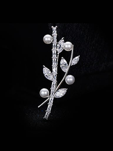 Leaf-shaped Crystal Pearl Brooch