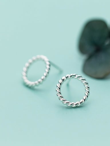 Exquisite Round Shaped S925 Silver Stud Earrings