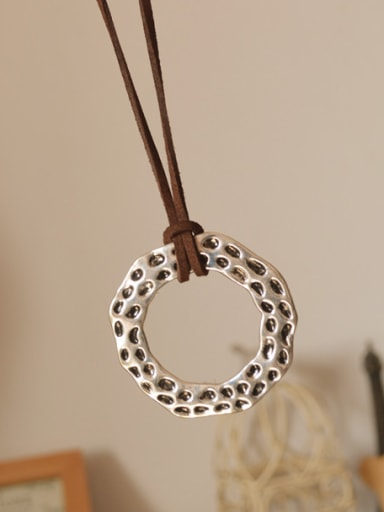 Women Delicate Round Shaped Necklace
