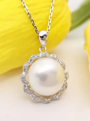 2018 Freshwater Pearl Flowery Necklace