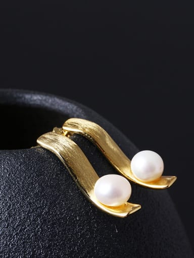 Natural Pearl Temperament Stud drop earring