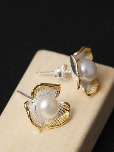 Lovely Freshwater Pearl stud Earring