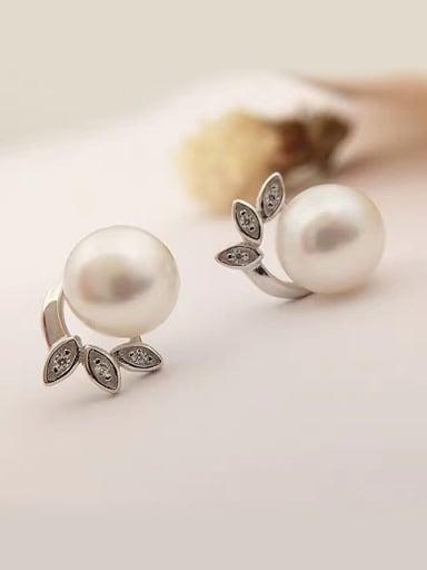 Fashion Three-leaf Freshwater Pearl stud Earring