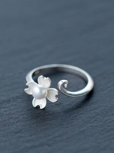 Elegant Flower Shaped Artificial Pearl S925 Silver Ring
