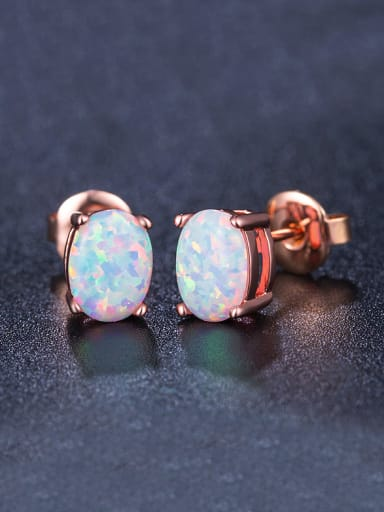 Oval-shaped stud Earring