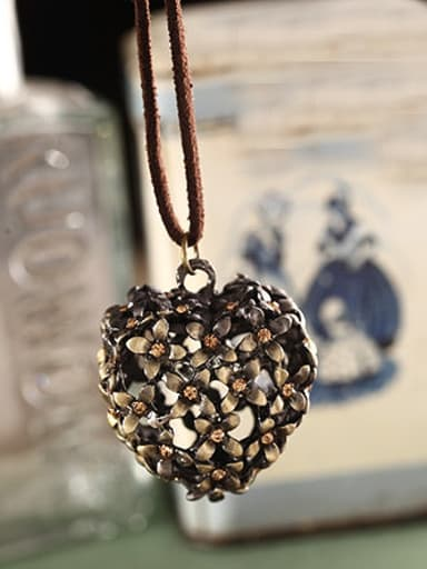 Women Delicate Hollow Heart Shaped Necklace