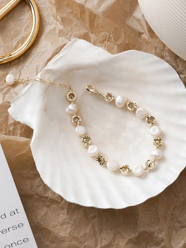 Alloy With Imitation Gold Plated Simplistic Flower Bracelets