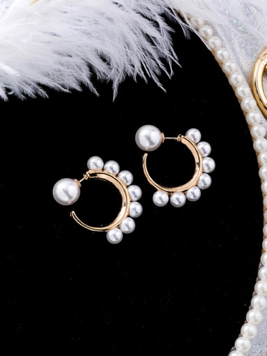 Alloy With Gold Plated Fashion Round  Imitation Pearl Stud Earrings