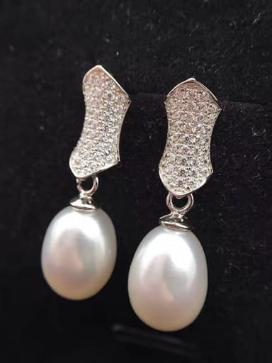 Oval Freshwater Pearl Geometrical drop earring
