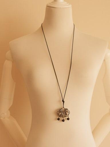 Locke Shaped Black Beads Necklace