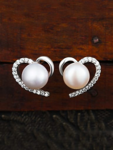Heart-shaped Pearl Cluster earring