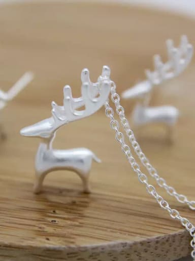 925 Sterling Silver With 18k White Gold Plated Cute Elk Pendant Necklace