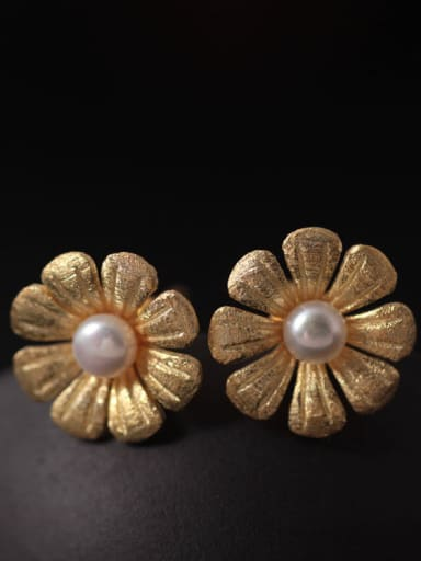 Freshwater Pearls Flower Women stud Earring
