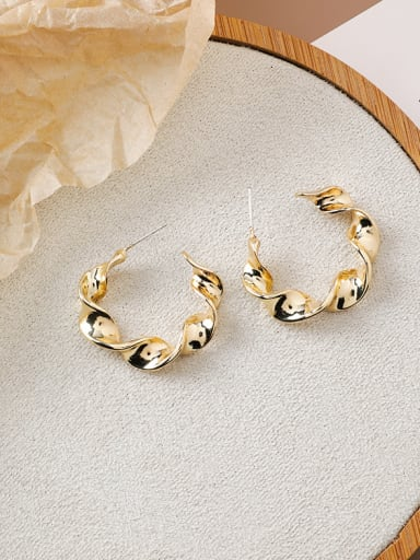 Alloy With Imitation Gold Plated Simplistic Geometric Twist Metal Circle Stud Earrings