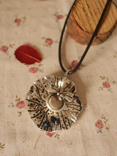 Retro Lotu Leaf Shaped Necklace