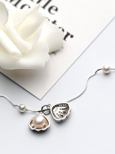 Sterling silver vintage synthetic pearl shell-shape necklace