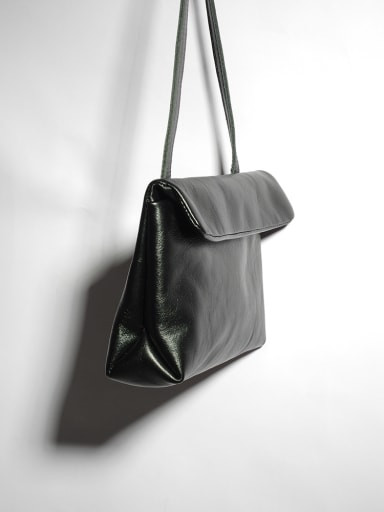 Black vegetable tanned leather one shoulder retro crossbody bag