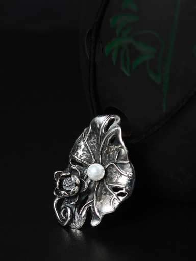 2018 Freshwater Pearl Lotus Leaf-shape Pendant Necklace