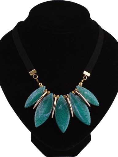 Fashion Oval Crack Resin Pendant Gold Plated Alloy Necklace