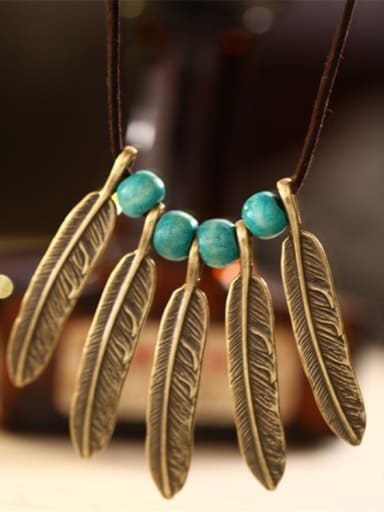 Delicate Women Leaf Shaped Necklace