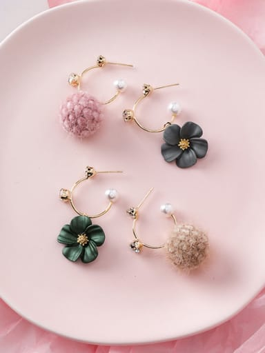 Alloy With Gold Plated Cute Flower Clip On Earrings
