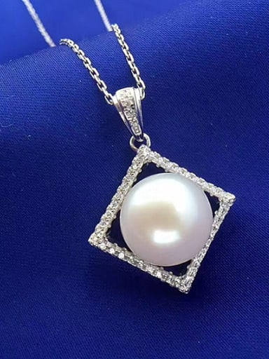 Freshwater Pearl Hollow Square Necklace