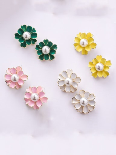Alloy With Imitation Gold Plated Simplistic Flower Stud Earrings