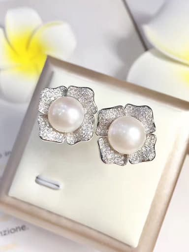 Freshwater Pearl Flower shaped stud Earring