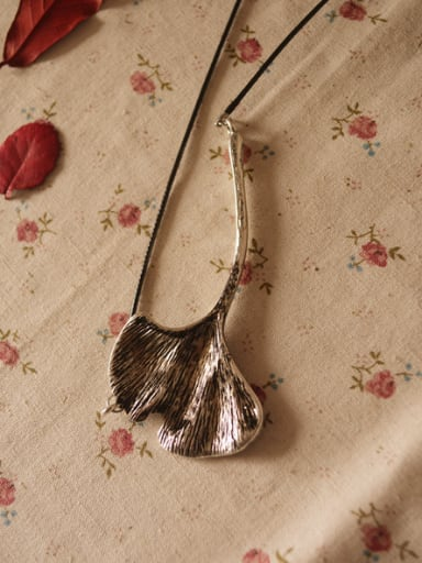 Women Retro Style Leaf Necklace