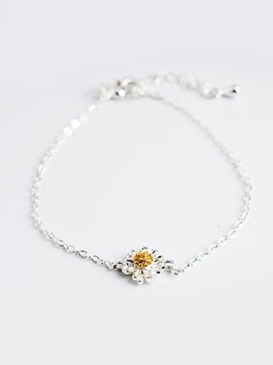 Women Silver Plated Daisy Shaped Bracelet