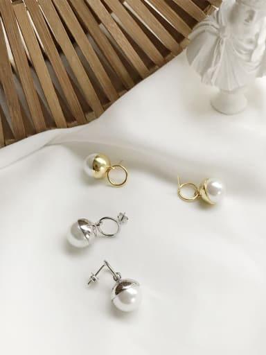 Sterling silver imitation pearl earring