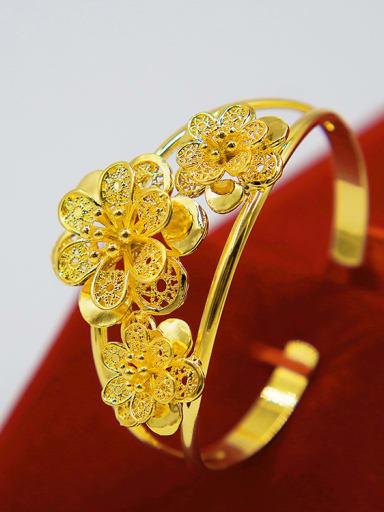 Women Delicate Flower Shaped Bangle