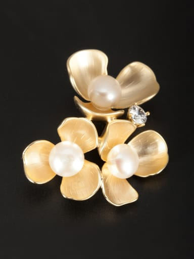 Model No XY09438 White color Gold Plated Flower Pearl Lapel Pins & Brooche