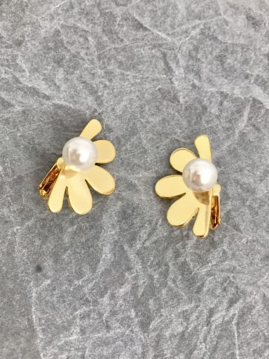 Copper Imitation Pearl White Flower Minimalist Removable Stud Earring