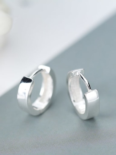 925 Sterling Silver Round Minimalist Huggie Earring