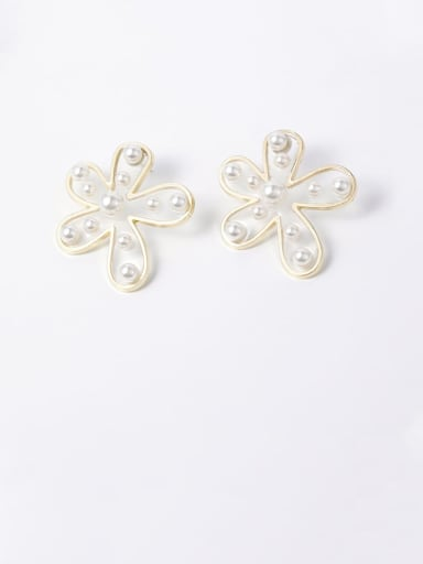 Zinc Alloy Imitation Pearl White Flower Statement Chandelier Earrings