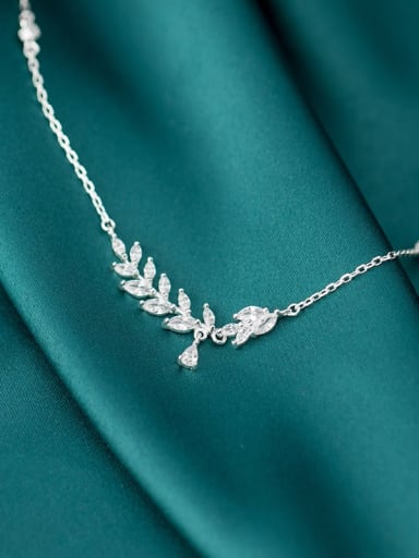 925 Sterling Silver Cubic Zirconia  Leaf Dainty Pendant Necklace
